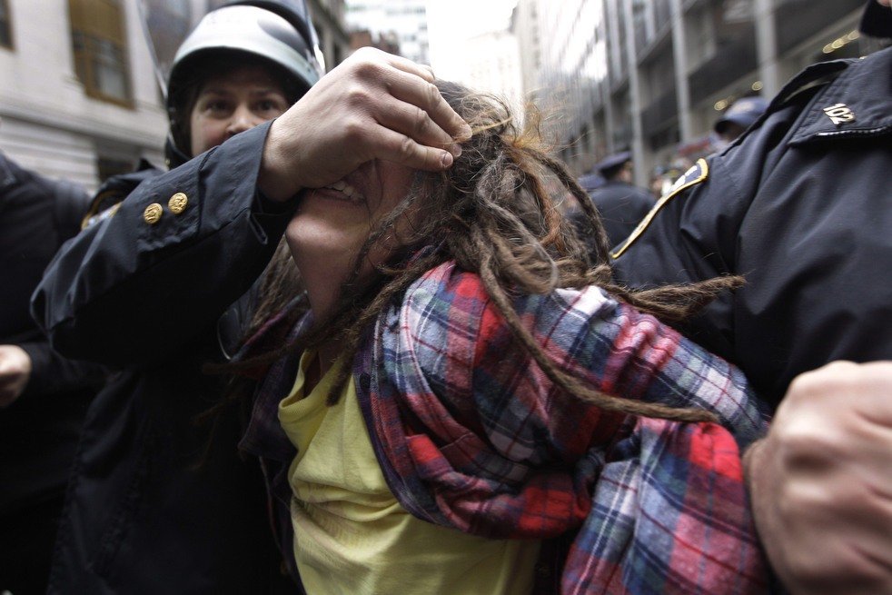"menempati ulang tahun 09 Penangkapan ""penyerbu Wall Street"" di seluruh dunia"