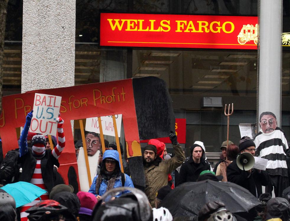 "menempati ulang tahun 20 Penangkapan ""penyerbu Wall Street"" di seluruh dunia"
