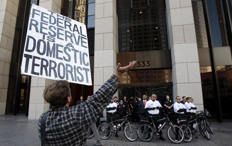 "menempati ulang tahun 24 Penangkapan ""penyerbu Wall Street"" di seluruh dunia"