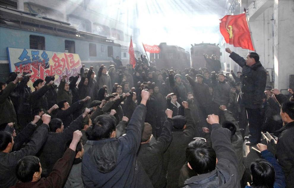 16121 990x635 Северная Корея простилась с Ким Чен Иром