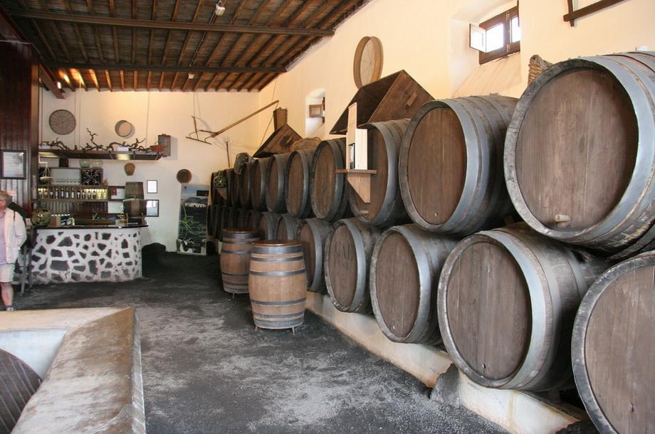 1852 Вулканические виноградники острова Лансароте