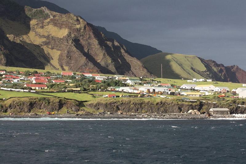 1898 Остров Тристан да Кунья: Жизнь в центре океана