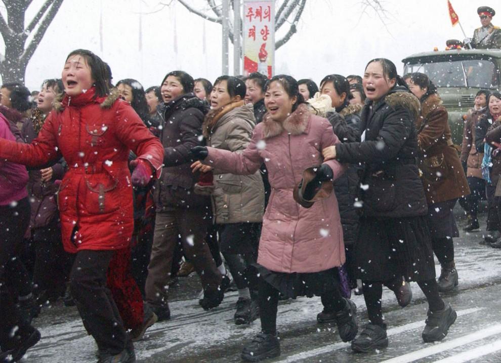 2093 990x717 Северная Корея простилась с Ким Чен Иром