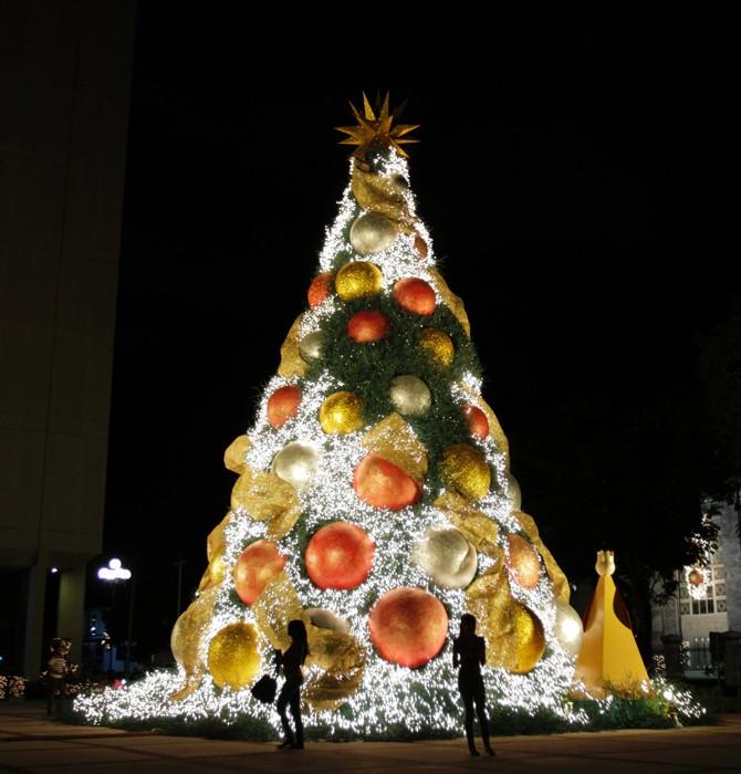 2302 Рождественские елки со всего мира