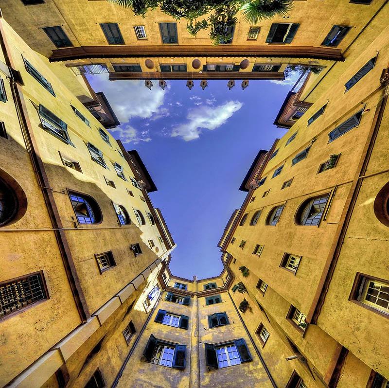 2307 Небо в архитектурной рамке