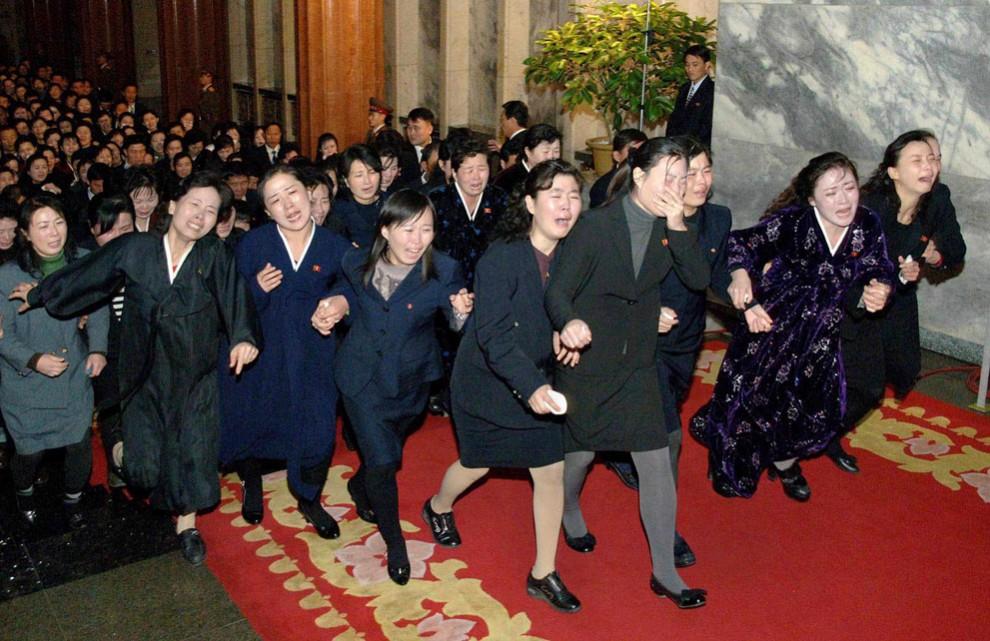2395 990x641 Северная Корея простилась с Ким Чен Иром