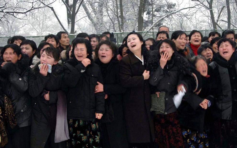 2396 990x621 Северная Корея простилась с Ким Чен Иром