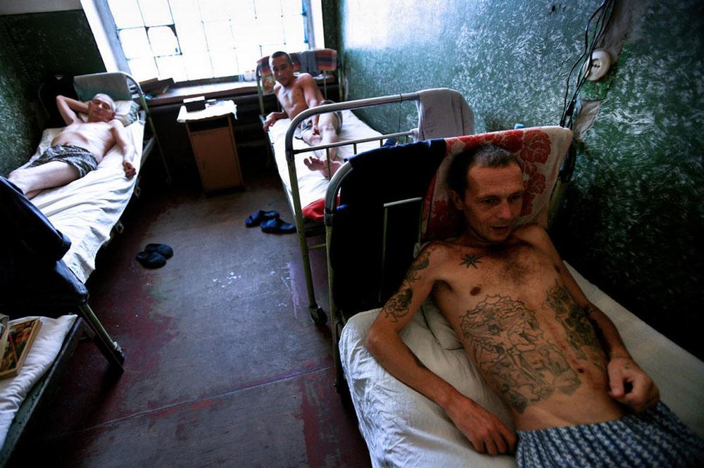2467 Украина: секс, наркомания, бедность и СПИД в 2011 году