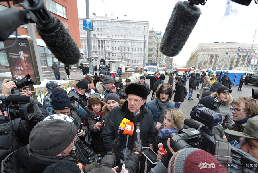 24dec05 Фоторепортаж смитинга напроспекте Академика Сахарова