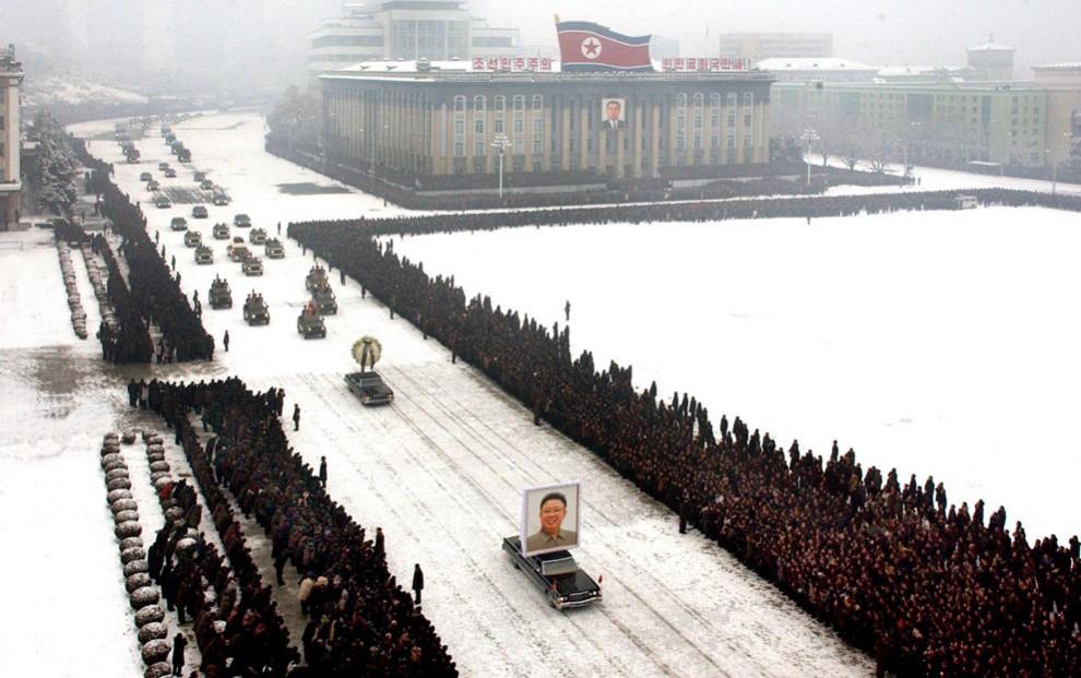 2571 990x621 Северная Корея простилась с Ким Чен Иром