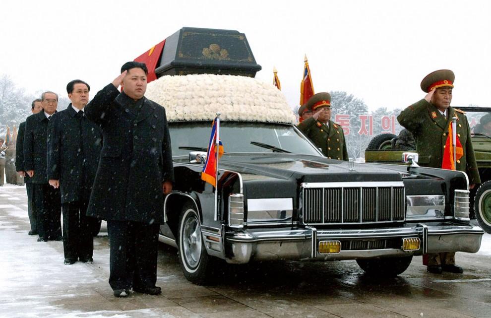 2764 990x641 Северная Корея простилась с Ким Чен Иром