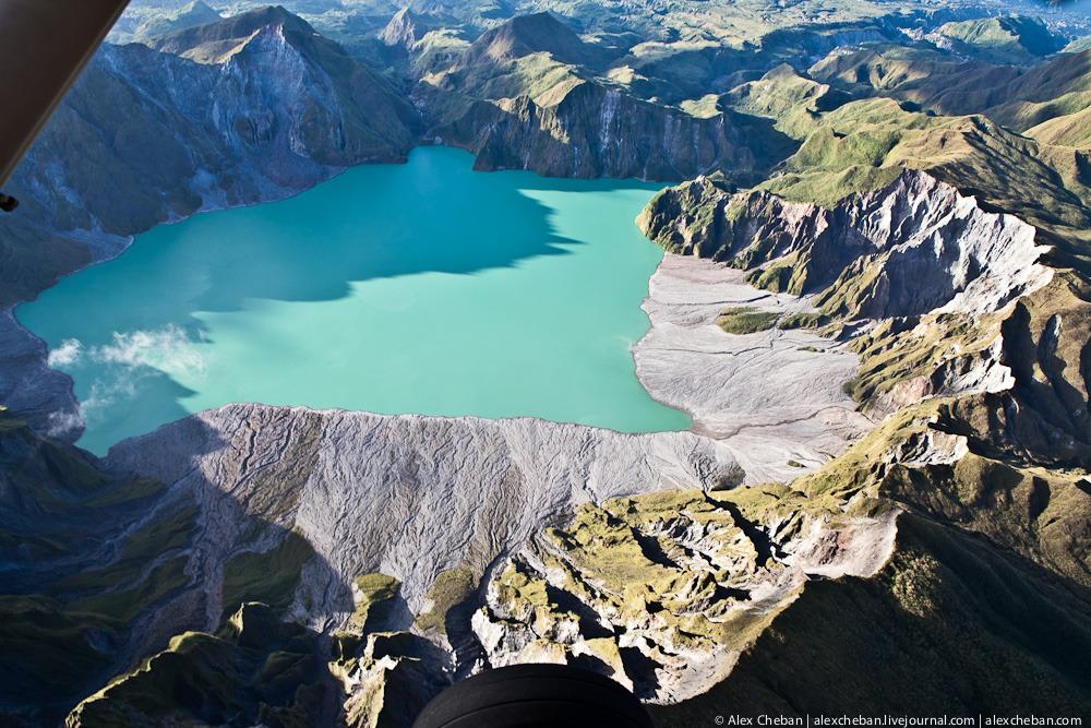 2924 Полет над кратером вулкана Пинатубо