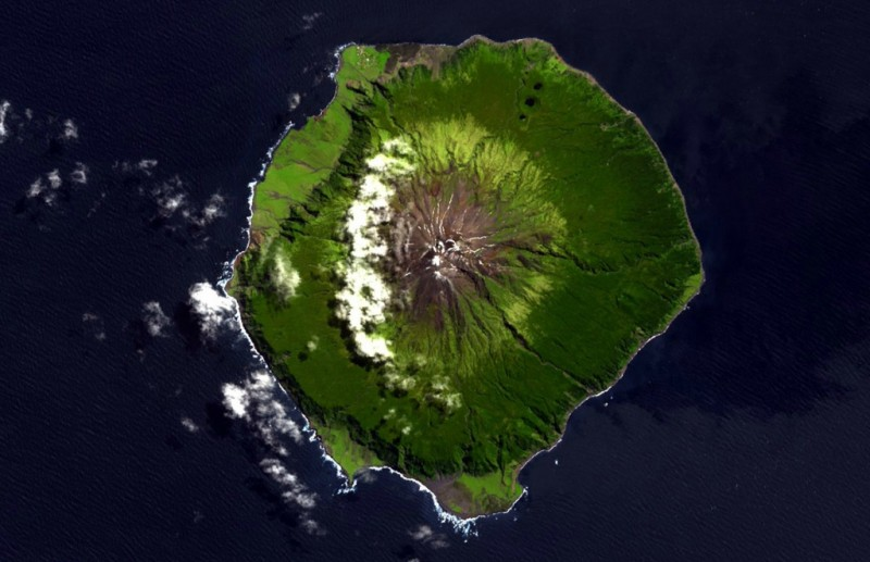 3258 800x517 Остров Тристан да Кунья: Жизнь в центре океана