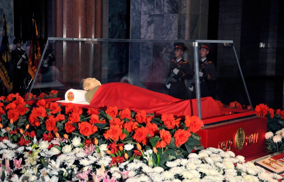 3277 990x635 Северная Корея простилась с Ким Чен Иром