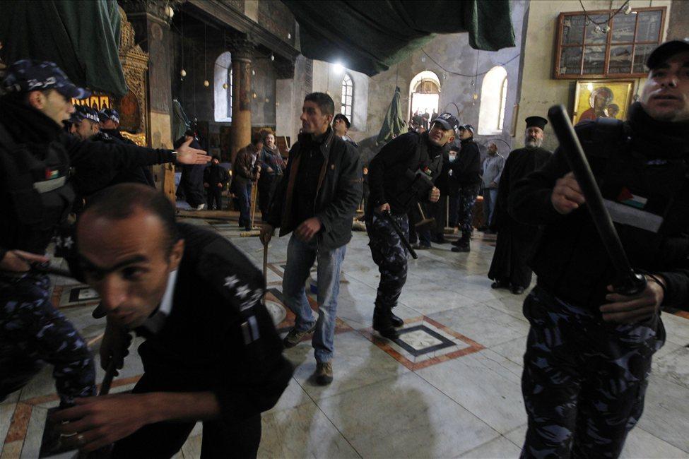 634607498711744414 bethlehem Священники со швабрами устроили драку в храме