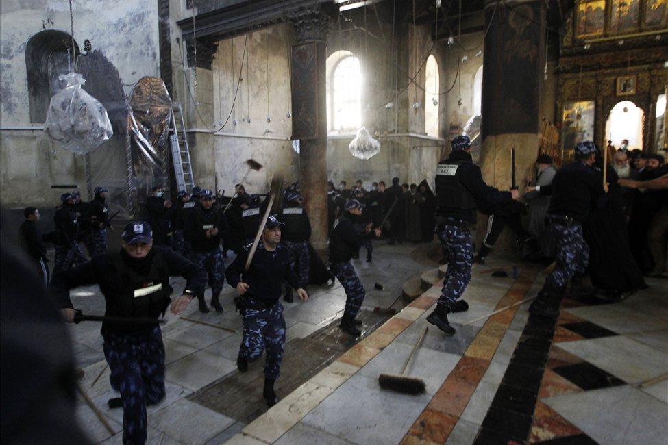 634607498757990566 bethlehem1 Священники со швабрами устроили драку в храме