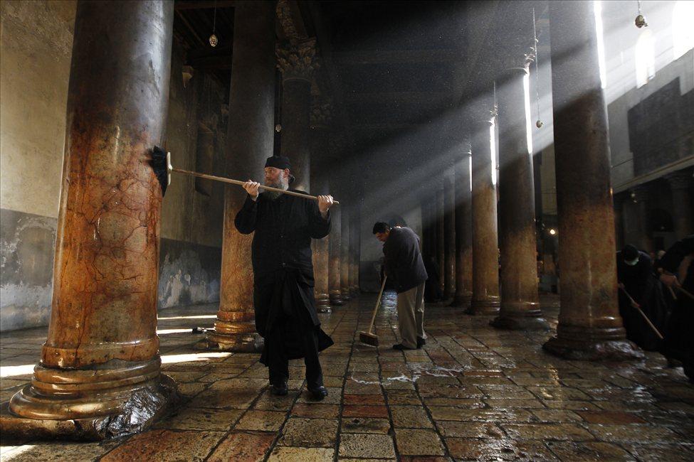 634607498822203973 bethlehem2 Священники со швабрами устроили драку в храме