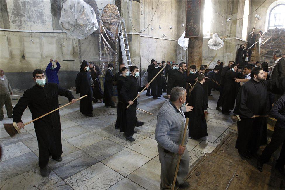 634607498869075073 bethlehem3 Священники со швабрами устроили драку в храме