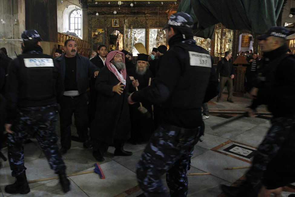 634607498973753863 bethlehem5 Священники со швабрами устроили драку в храме