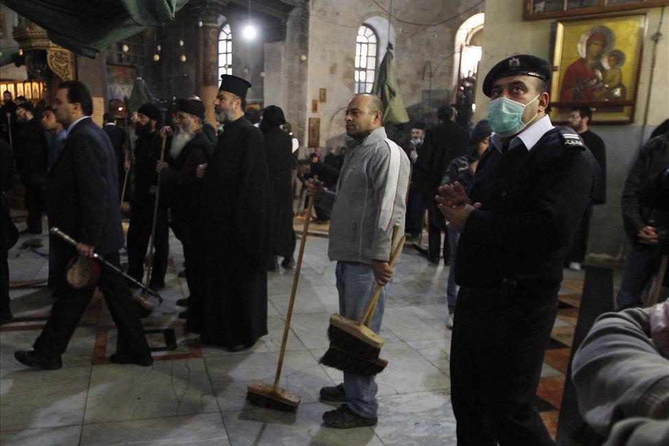 634607499125772464 bethlehem7 Священники со швабрами устроили драку в храме