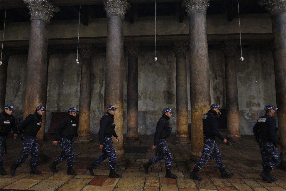 634607499540425462 bethlehem8 Священники со швабрами устроили драку в храме