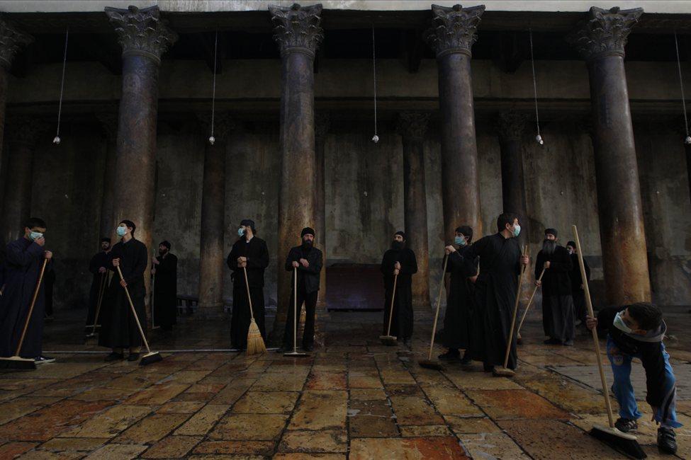 634607499852118277 bethlehem9 Священники со швабрами устроили драку в храме