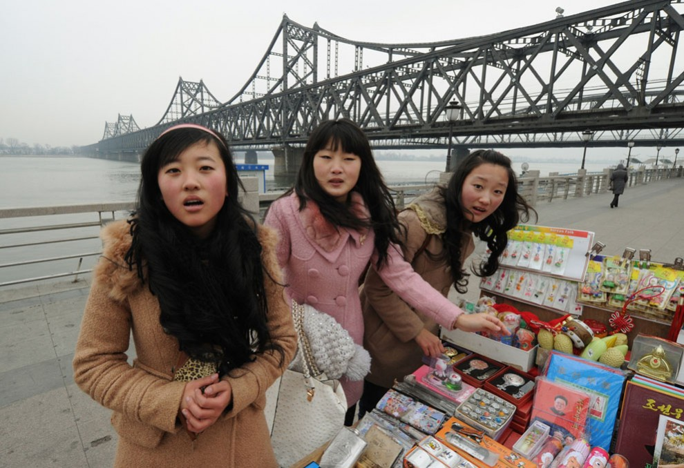 7151 990x678 Северная Корея простилась с Ким Чен Иром