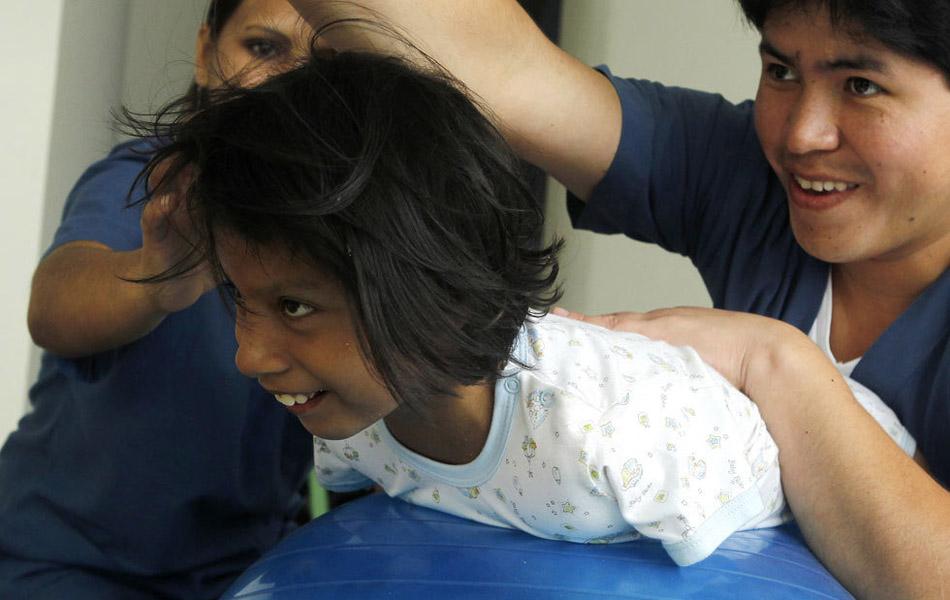 Img327561452 Жизнерадостная девочка инвалид из Перу