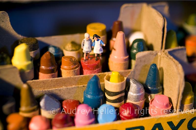 Shades Занятные миниатюры Одри Хеллер