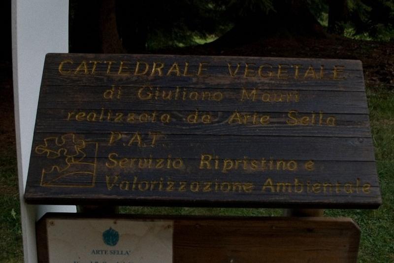 0083 Храм из растущих деревьев в Италии