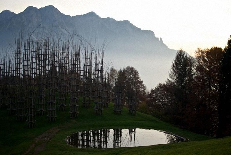 0093 Храм из растущих деревьев в Италии