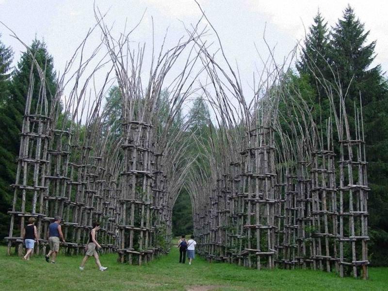 0132 Храм из растущих деревьев в Италии