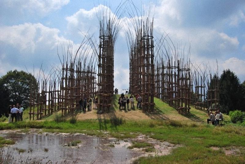 0142 Храм из растущих деревьев в Италии