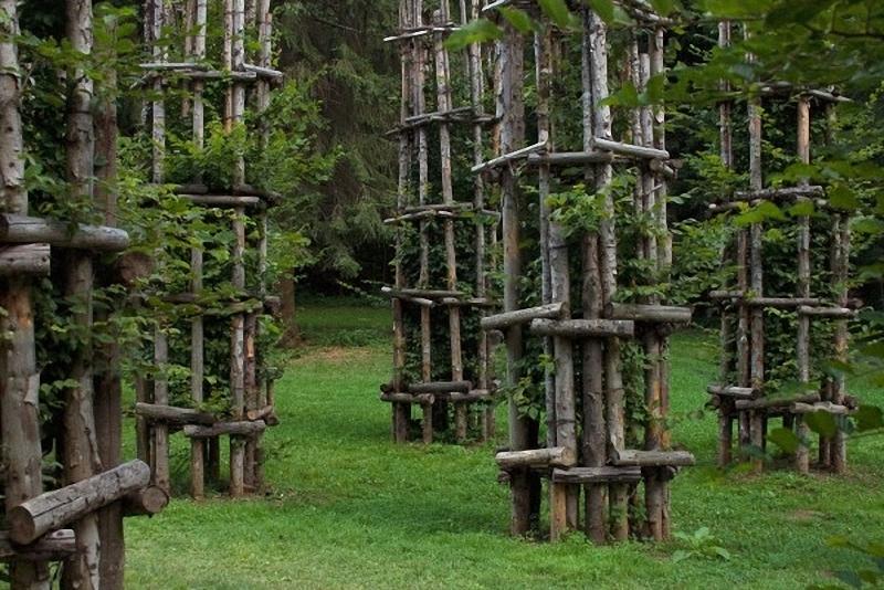0171 Храм из растущих деревьев в Италии