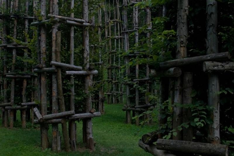 0182 Храм из растущих деревьев в Италии