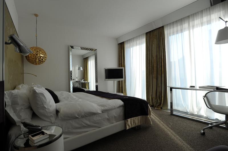 0437 Самые необычные отели Санкт Петербурга
