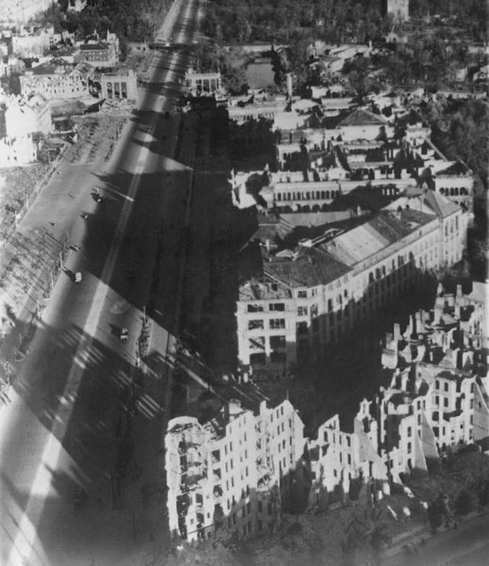 1052 20 впечатляющих фото послевоенного Берлина с высоты птичьего полета