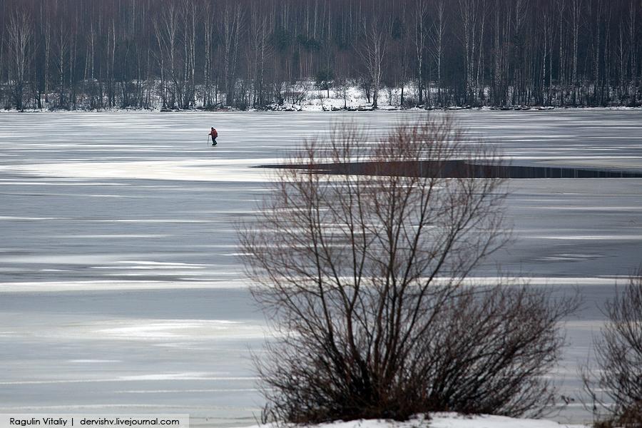 Экстремал перешел Волгу по тонкому льду