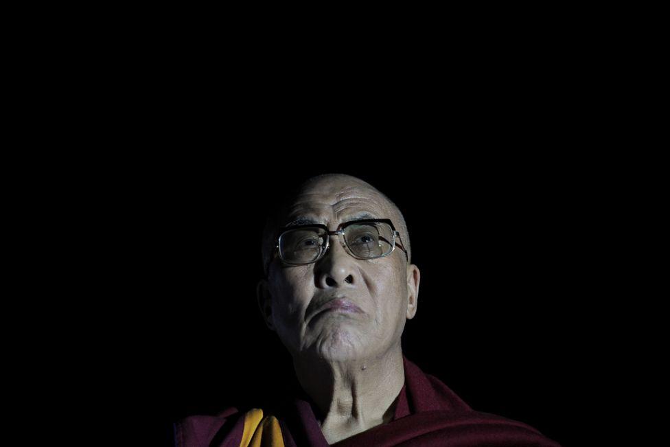 11102 Все лица Далай ламы: духовный лидер, политик, изгнанник