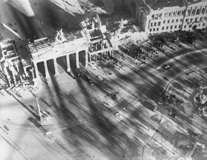 1177 20 впечатляющих фото послевоенного Берлина с высоты птичьего полета