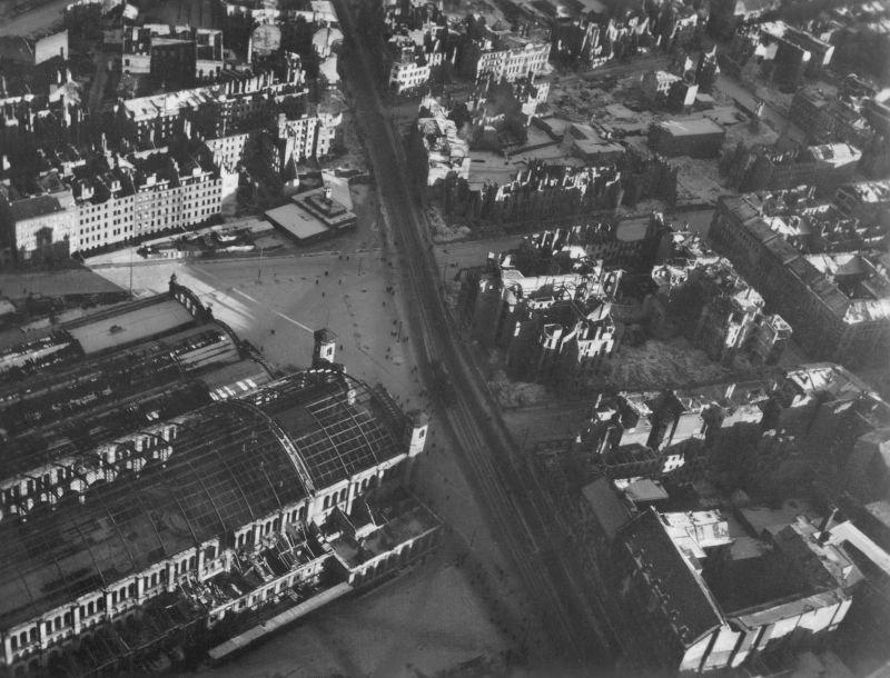1178 20 впечатляющих фото послевоенного Берлина с высоты птичьего полета