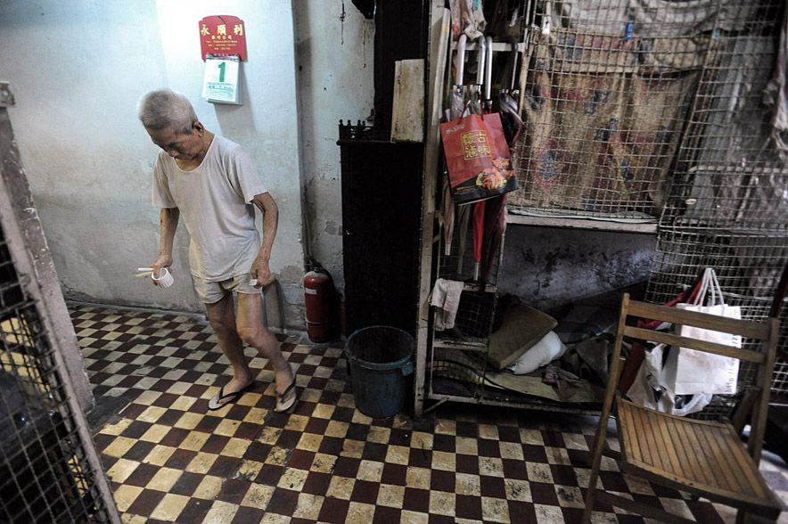 1244 Жизнь в собачьих клетках в Гонконге