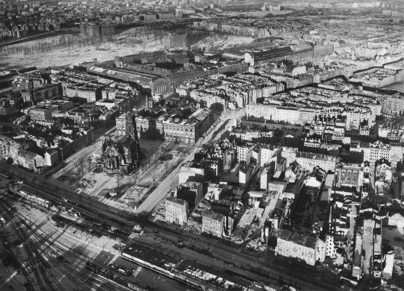1245 20 впечатляющих фото послевоенного Берлина с высоты птичьего полета