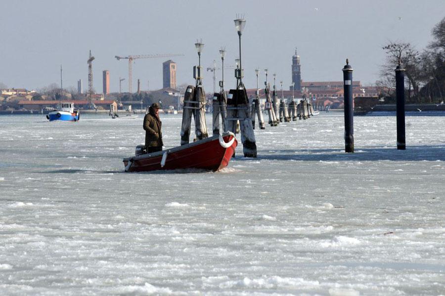 1328549460 452983 1328549876 album normal Венецианские каналы впервые за 80 лет сковало льдом
