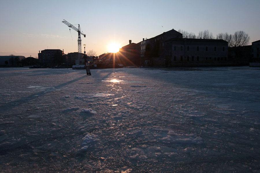 1328549460 452983 1328557239 album normal Венецианские каналы впервые за 80 лет сковало льдом
