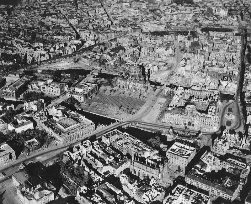 1345 20 впечатляющих фото послевоенного Берлина с высоты птичьего полета