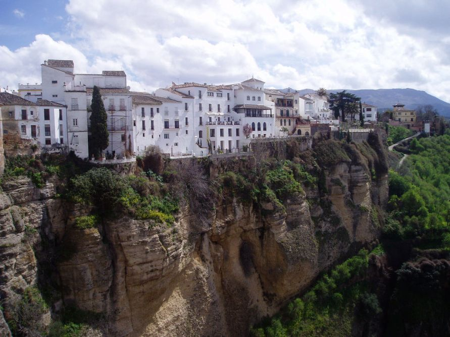 1349 Жизнь на краю обрыва — скальные города Европы