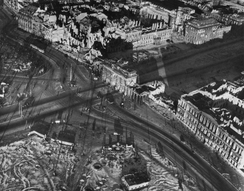 1443 20 впечатляющих фото послевоенного Берлина с высоты птичьего полета