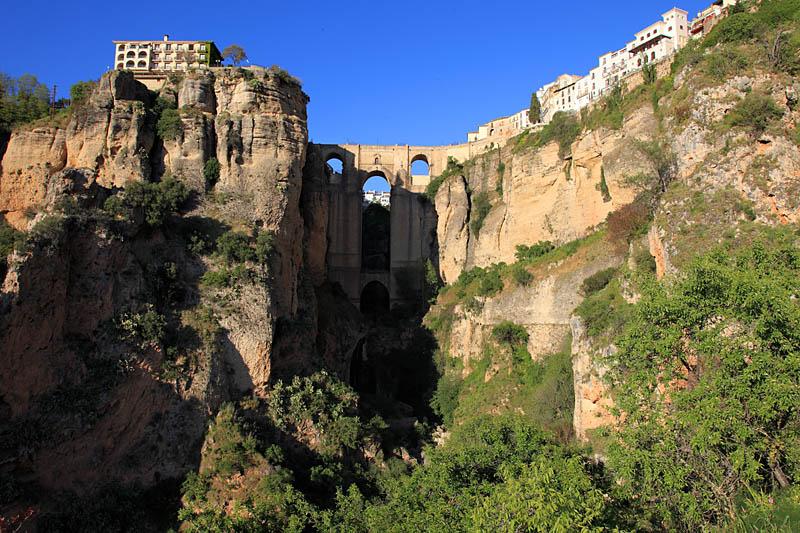 1447 Жизнь на краю обрыва — скальные города Европы