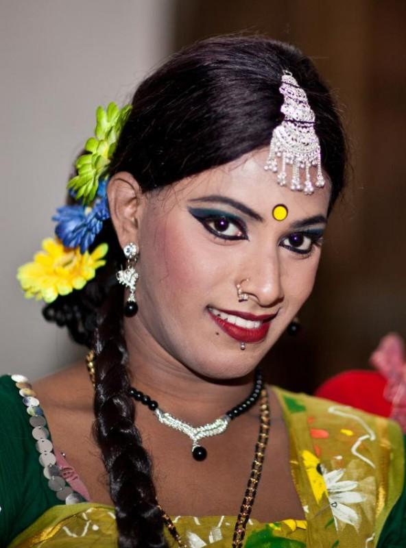 foto-transvestitov-poshla-v-les-a-tam-ee-trahnuli-v-rot